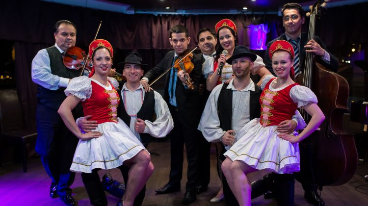 Dinner Cruise with Folklore & Operetta Show