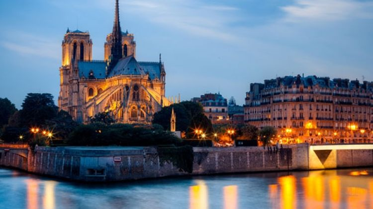 Evening bike tour of paris with boat cruise