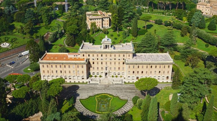 Exclusive extended visit to Vatican Museums & Garden