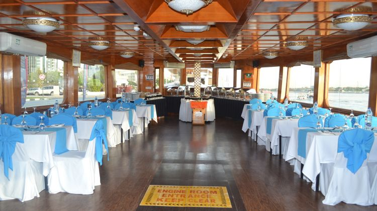 Experience of the Ice + Warm Dhow Dinner at the Marina