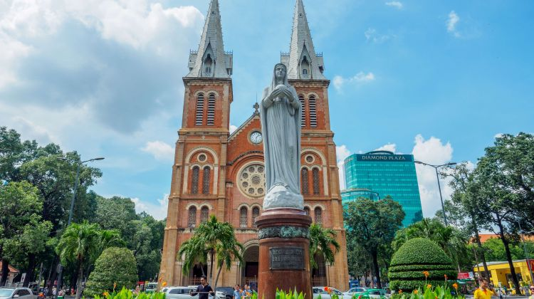 Explore Vietnam 8-day tour from Ho Chi Minh City