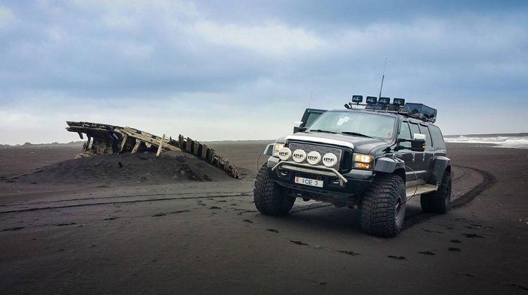 Eyjafjallajökull & Black beach safari