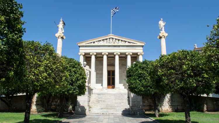Family-friendly Exploration of Athens with Greek Snack