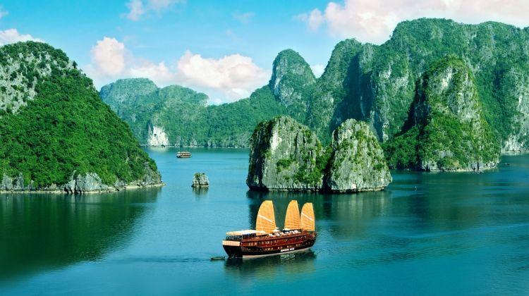 From Hanoi: 2-Day Ha Long Bay cruise with Kayak &Taichi