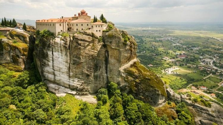Full Day Tour to Meteora and Vergina