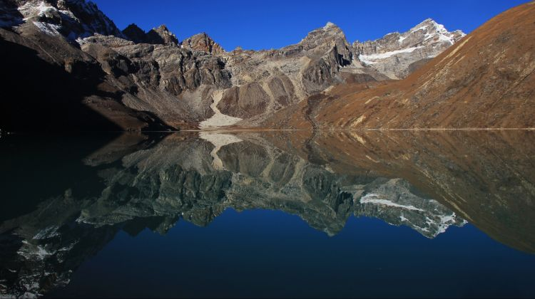 Gokyo Valley Trek & Kathmandu City Tour (15 Days)