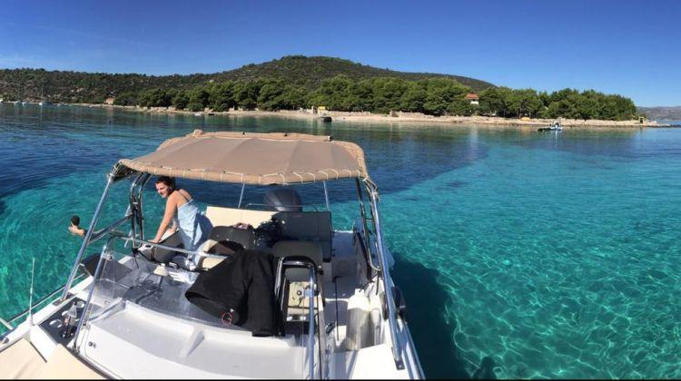 Half day relaxing tour (Blue lagoon & Solta)