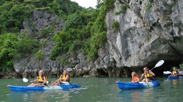 Halong Bay Full Day with Deluxe Alova Cruises from Hanoi