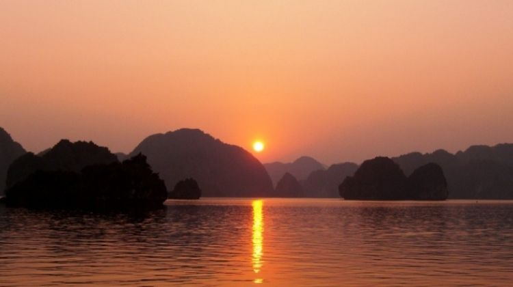 Halong Bay One Day Escape 