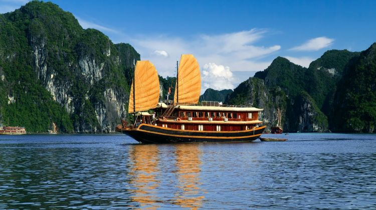 Halong Overnight Cruise on a Traditional Boat