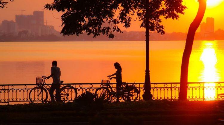 Hanoi Biking Sunset Tour 4 hours