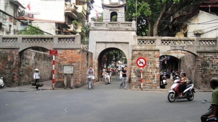 Hanoi Evening of Street Food Delight Tour
