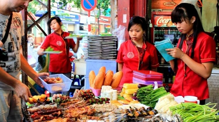 Hanoi Evening of Street Food Delight Tour