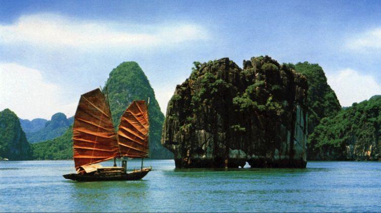 Hanoi – Halong – Ninh Binh 5 days tour
