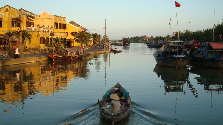 Hoi An River Boat Trip to Handicraft Village