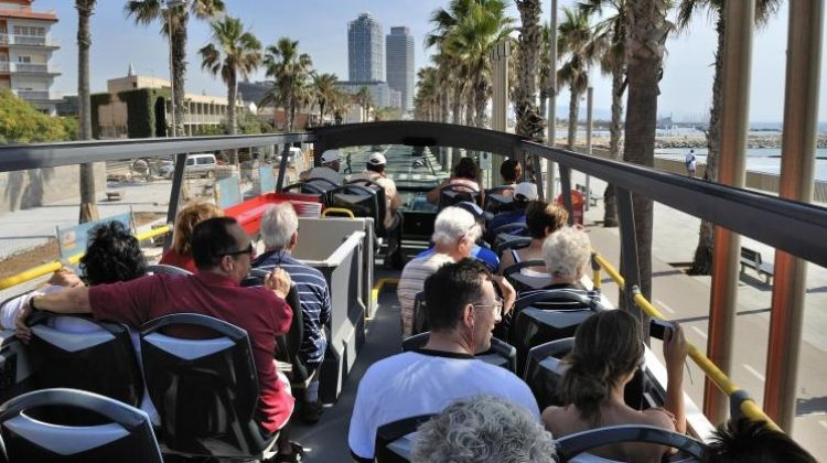 Hop on and off Barcelona Tour by Land and Sea