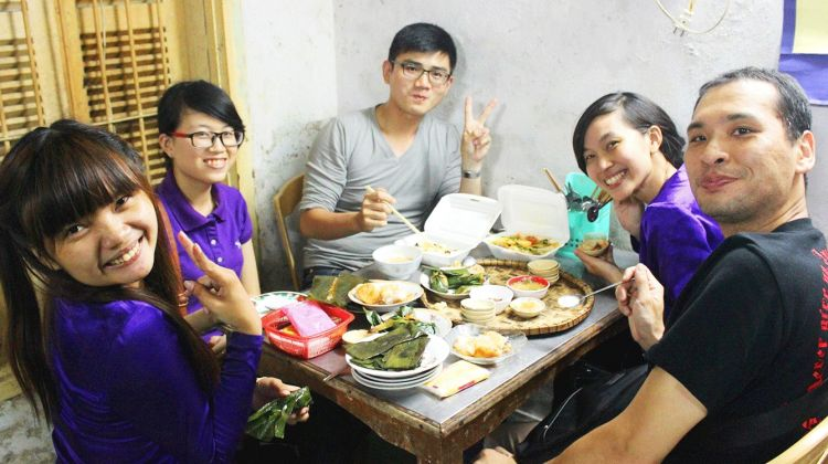 Hue Street Food Tour With A Lady Rider