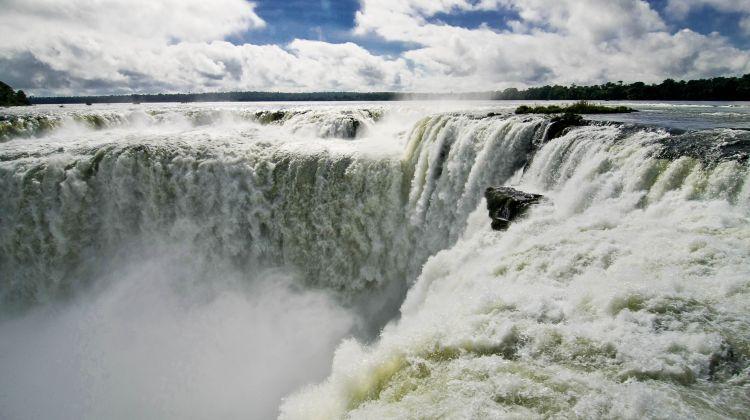 Iguazu Falls by Bus