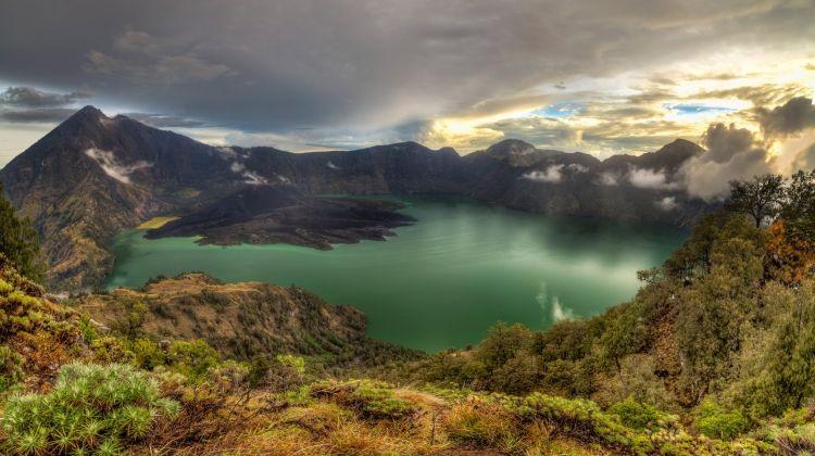Indonesia Volcano Trek
