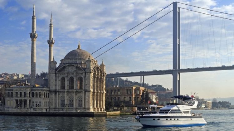 Istanbul 2-Hour Private Bosphorus Yacht Tour