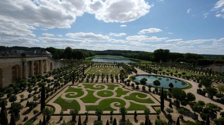 Last Entry Versailles With Garden