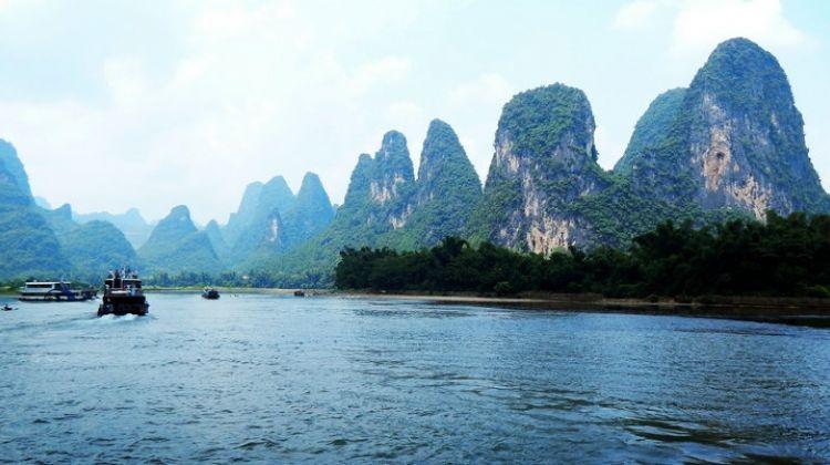Li River Cruise to Yangshuo Coach Tour