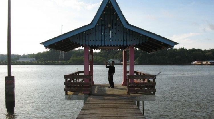 Live on Water With This Brunei Water Village Tour