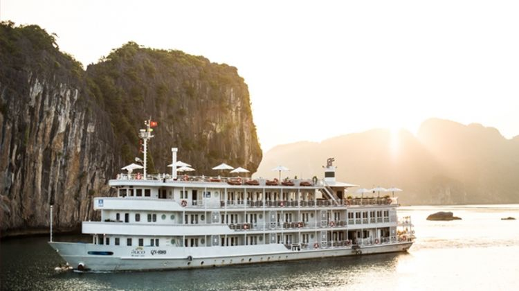 Luxury Halong Bay Cruise Trip