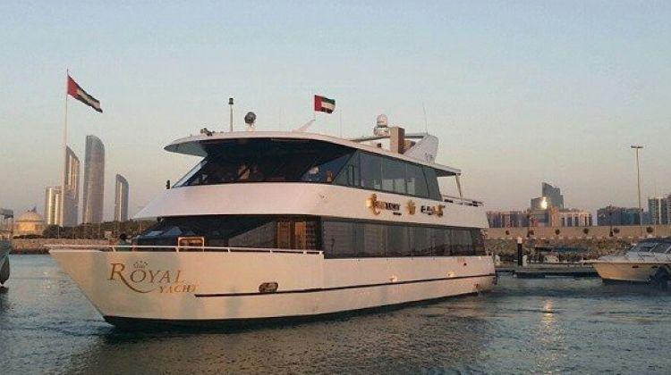 Luxury Yacht Cruising and Dinner in Abu Dhabi