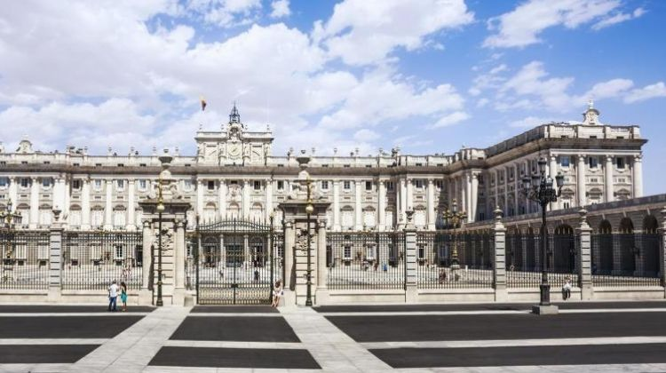 Madrid Highlights & Royal Palace Tour