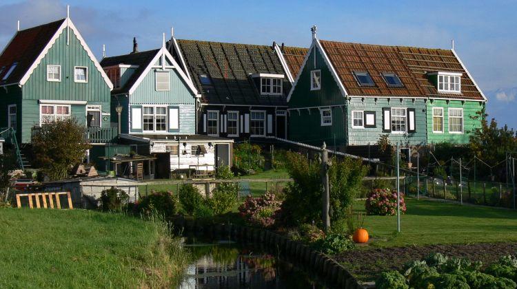 Marken, Volendam and Edam: Private Full-Day Bike Tour