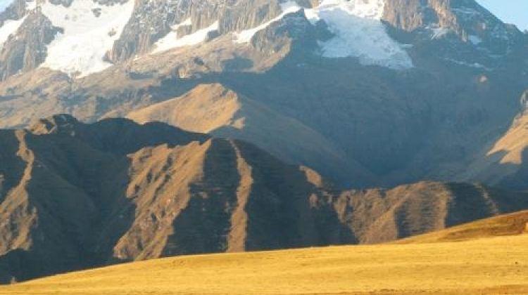 Peru Encompassed