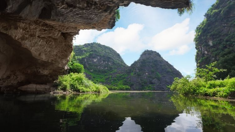 Private Tour Hoa Lu and Tam Coc Boat and Bike Day Trip