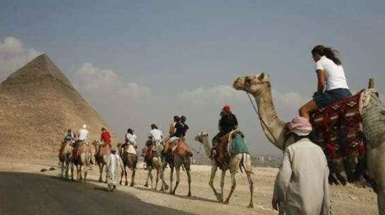 Private Trip To Giza Pyramids and Sphinx + Ride Camel