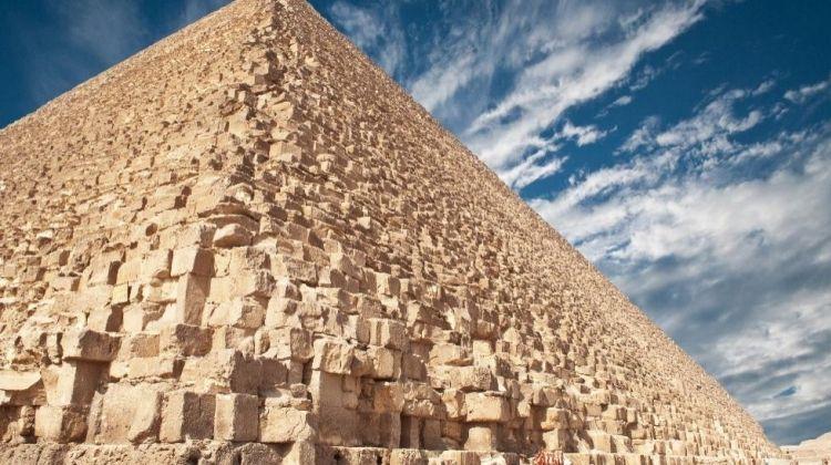 Pyramid Hopping Tour