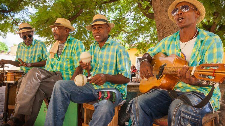 Roundtrip Cuba Local