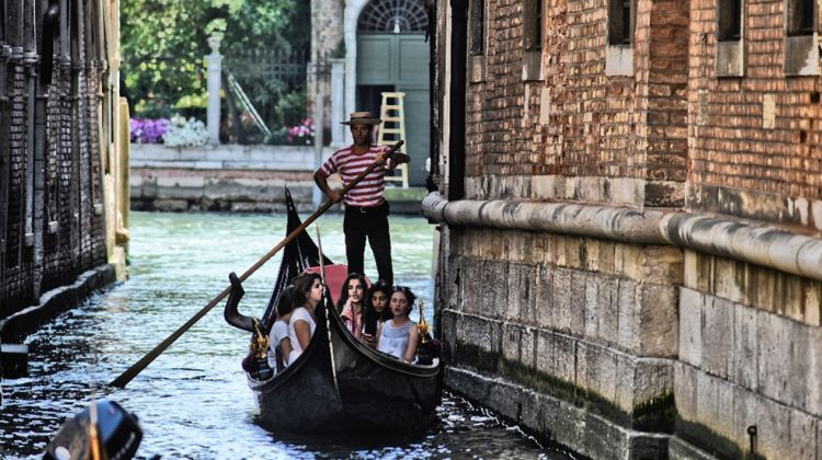 Secret Venice Walking Tour and Gondola Ride