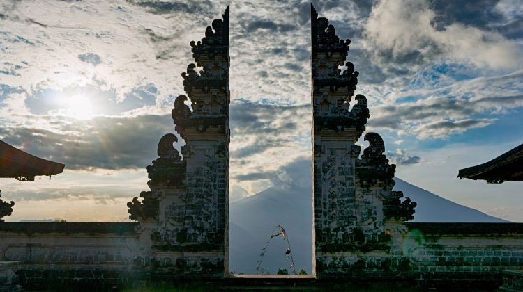 Temples and Palaces: Day Tour From Kuta