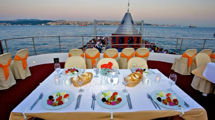 Tour 8 - Dinner Cruise