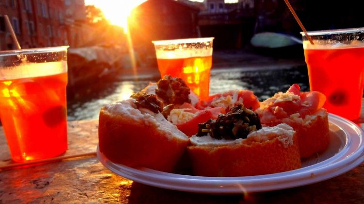 Traditional Venice Happy Hour Food & Wine Tour