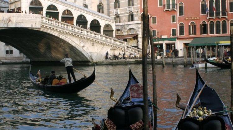 Venice: Guided Walk & Gondola Ride Combo Tour
