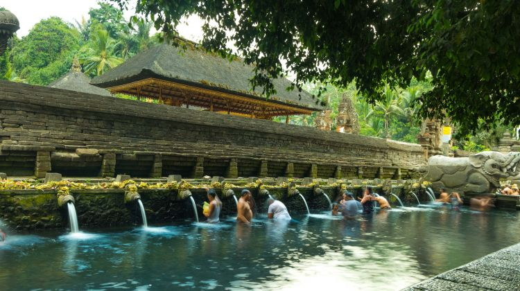 Volcano, Natural Hot Spring & Temple Tour in Bali